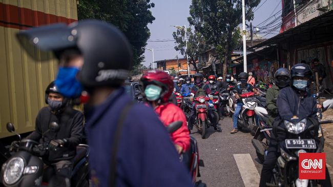 kemacetan-di-titik-penyekatan-ppkm-darurat-lenteng-agung-6_169